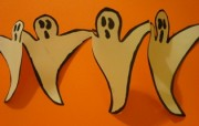 Halloween-paper-chains-Ghosts