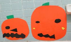 bath-time-pumpkin-face-decorating_resize