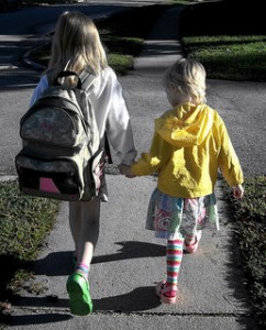 Kids-walking-to-school_photopingiving-child-independence