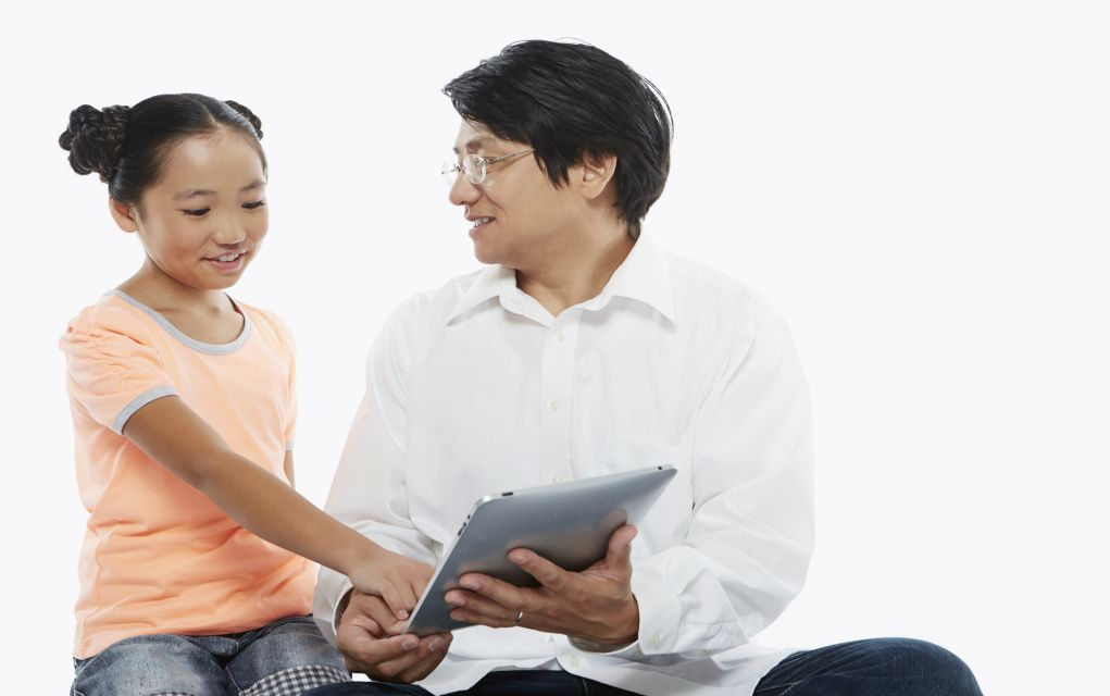 dad and child on tablet online safety for kids