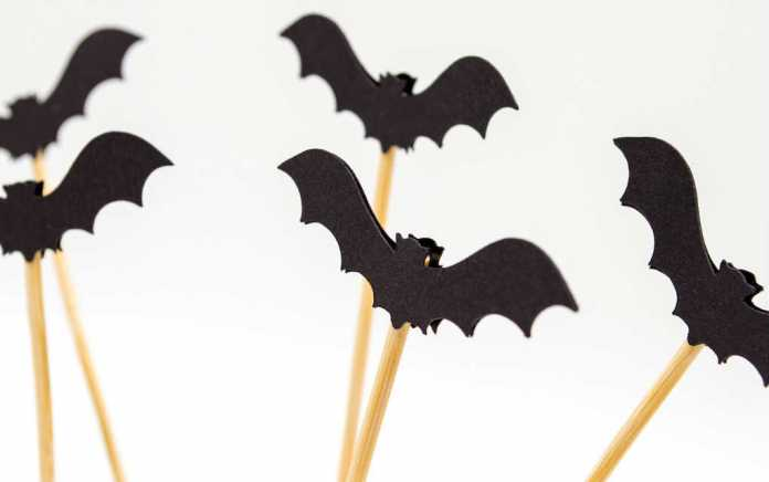 Halloween bats for simple halloween crafts