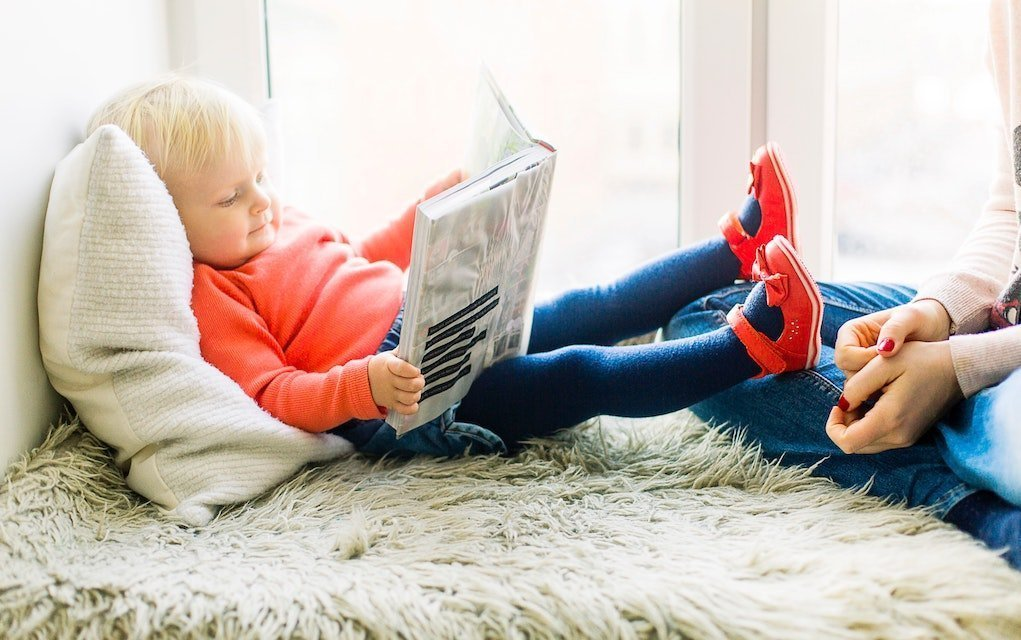 Toddler quiet time reading