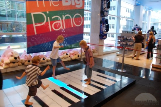 fao-schwarz-nyc-free-things-to-do-with-kids-in-new-york-city-SSchwaiger.jpg