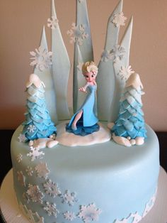 8 of the Coolest Frozen Birthday Cakes Ever