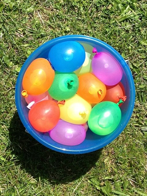 12 kids rainy day games outdoors for guaranteed fun for Fun things to do with water balloons