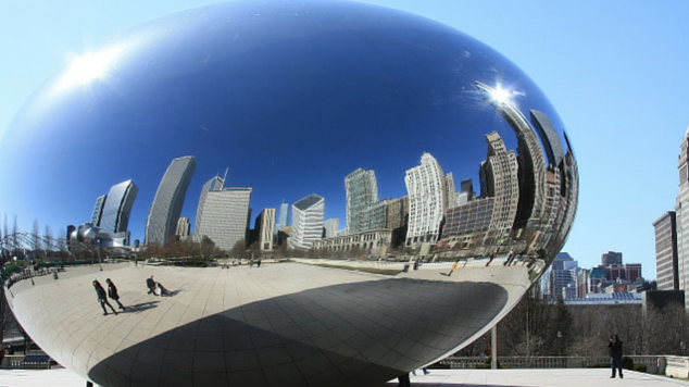 With so many centrally located kid-friendly activities, you will need little help finding your way around. Explore like a local with our 10 Best Things to do in Chicago with Kids!