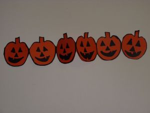 Halloween-paper-chains-pumpkins