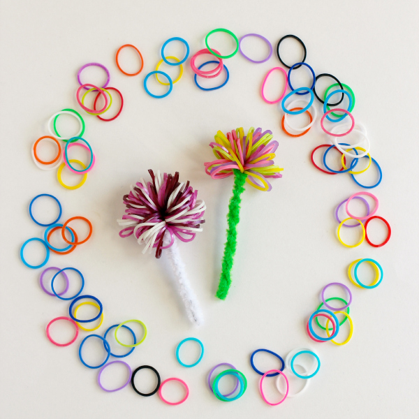 How-to-Make-Pom-Poms-with-Rainbow-Loom-Bands