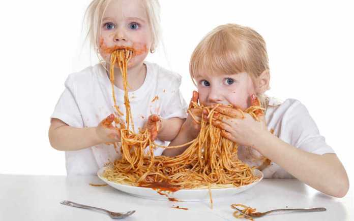 Messy eating for 40 good manners for kids - Mykidstime