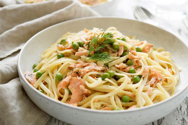 spaghetti with salmon and peas