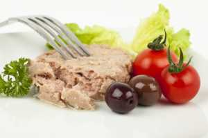 tuna and olives easy cracker toppings