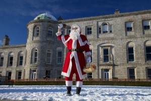 Santa-at-Powerscourt-House2