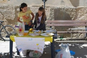Free Activities to do with kids lemonade stall
