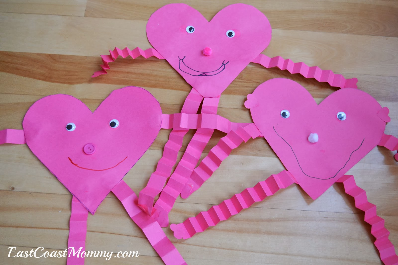 12 easy valentine crafts for toddlers preschoolers you for Valentines crafts for kindergarten