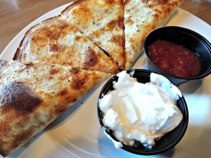 chicken-cheese-quesadilla-1032985_640