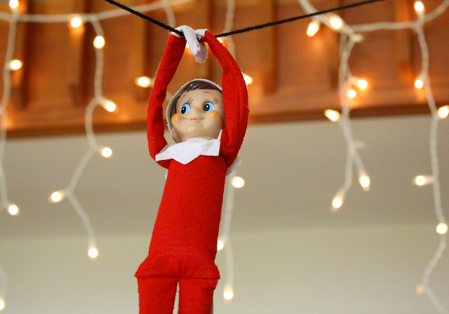 elf_on_the_shelf_zipline