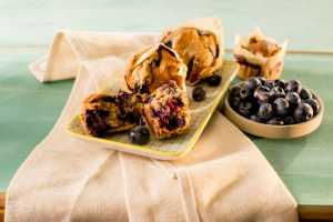 berry oat muffins