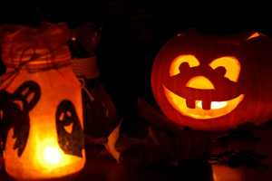 how to turn your childs playhouse into a haunted house halloween lighting