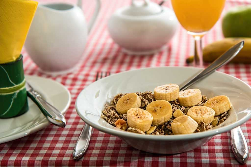healthy breakfast ideas fruit with cereal