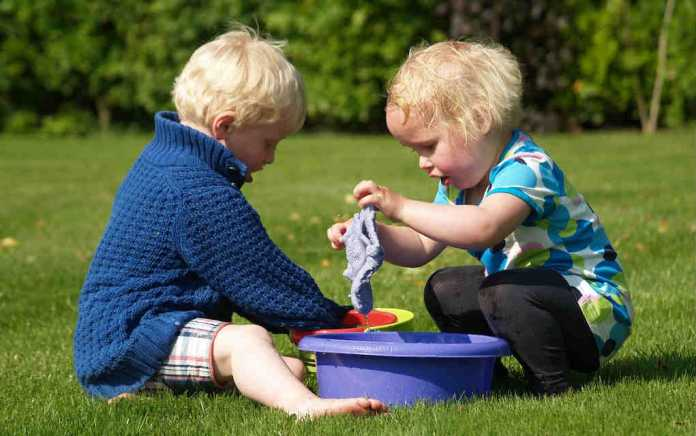 children messy play - mykidstime