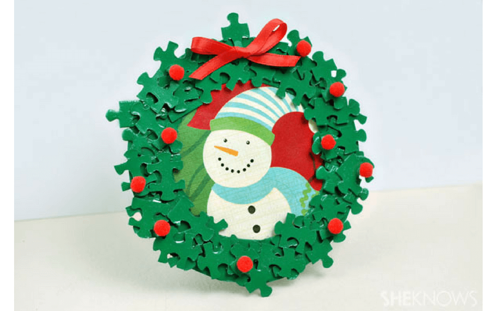 Jigsaw piece Christmas frame for preschooler Christmas crafts