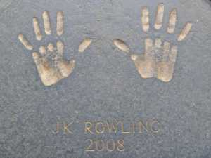 jk rowling hands city chambers edinburgh