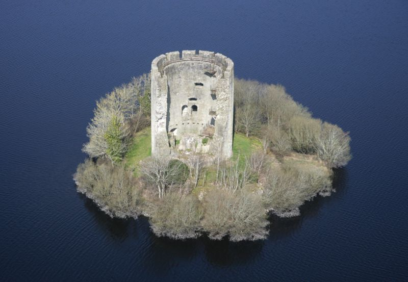 clough oughter castle castles in Ireland