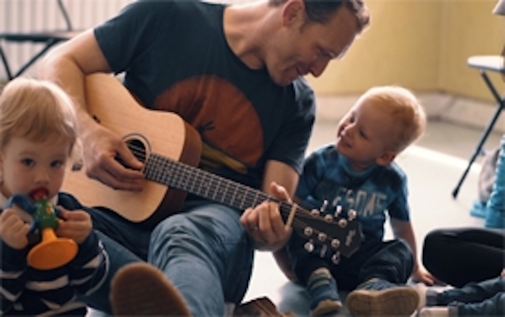 Sing to Me with Kyle Riley entertainment for the family at glor