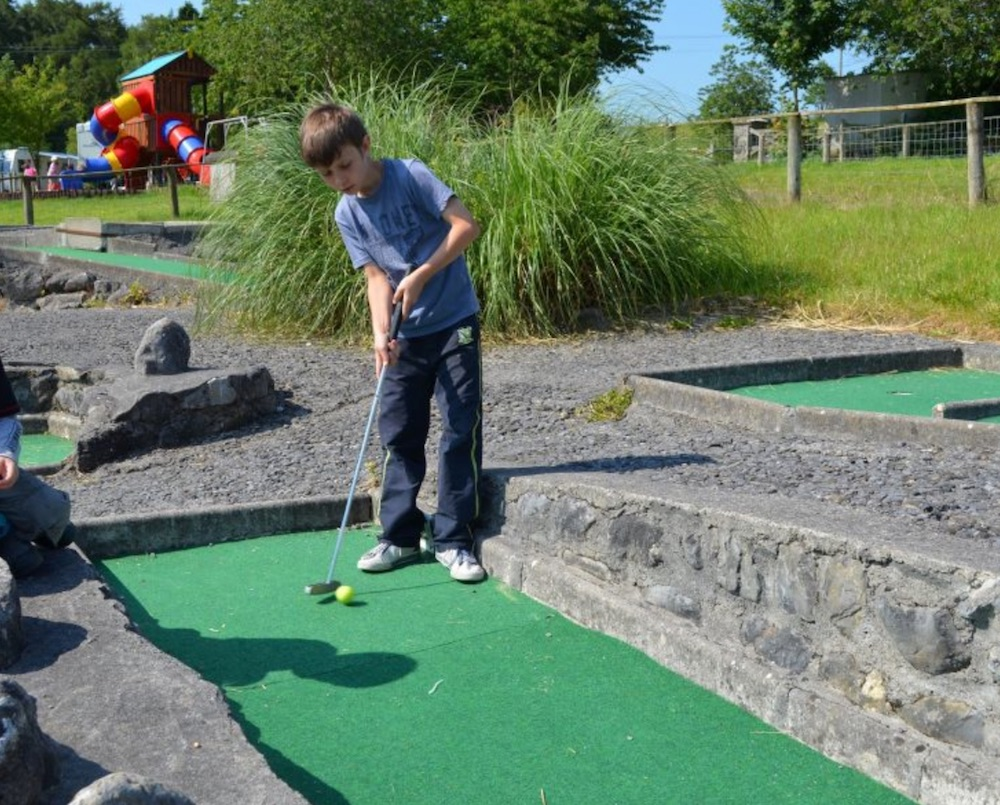 places to play mini golf and pitch and putt in Ireland Nore Valley Park Kilkenny
