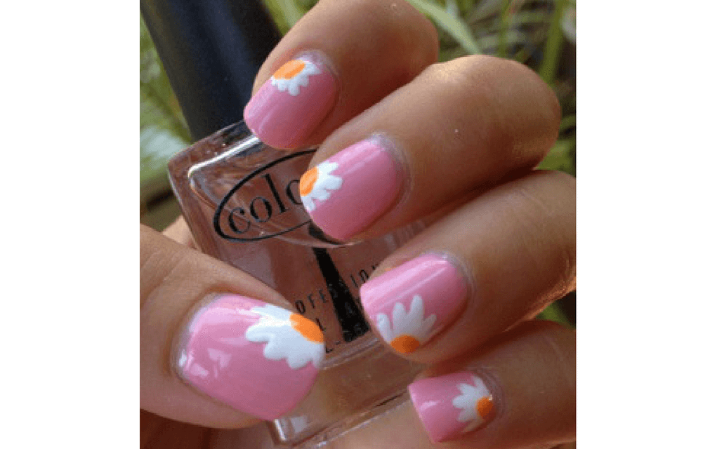 Pink with white daisies for summer nails