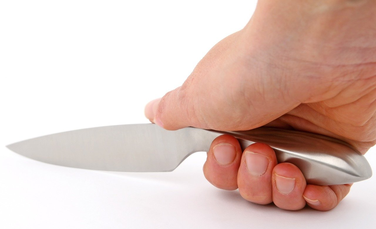kitchen safety knives holding the knife correctly