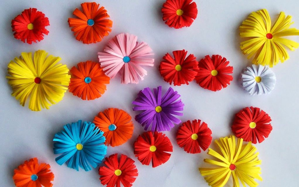 This Origami Flower Paper Craft From Simple For Kids Makes A Fun Project And You Can Decorate The Walls Make Homemade Cards Or Even Give Few