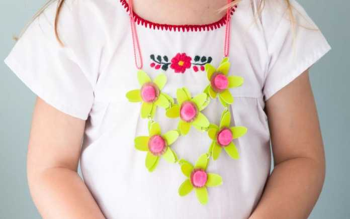 paper craft flower necklace