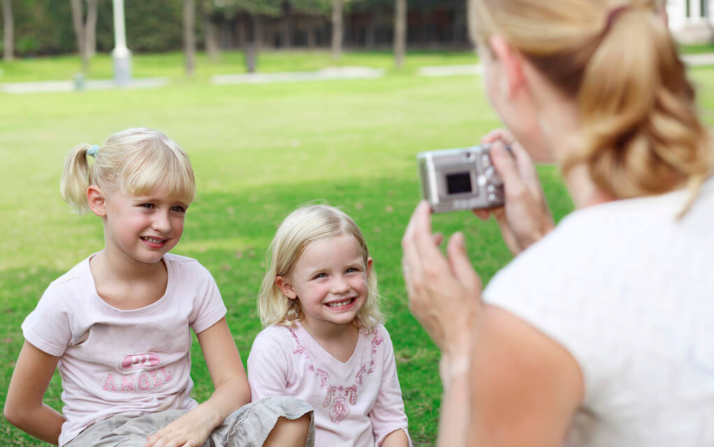 Mother and daughters for photographing kids