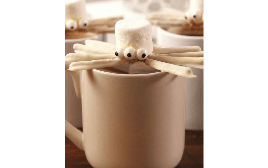 Marshmallow spiders for Halloween party food ideas