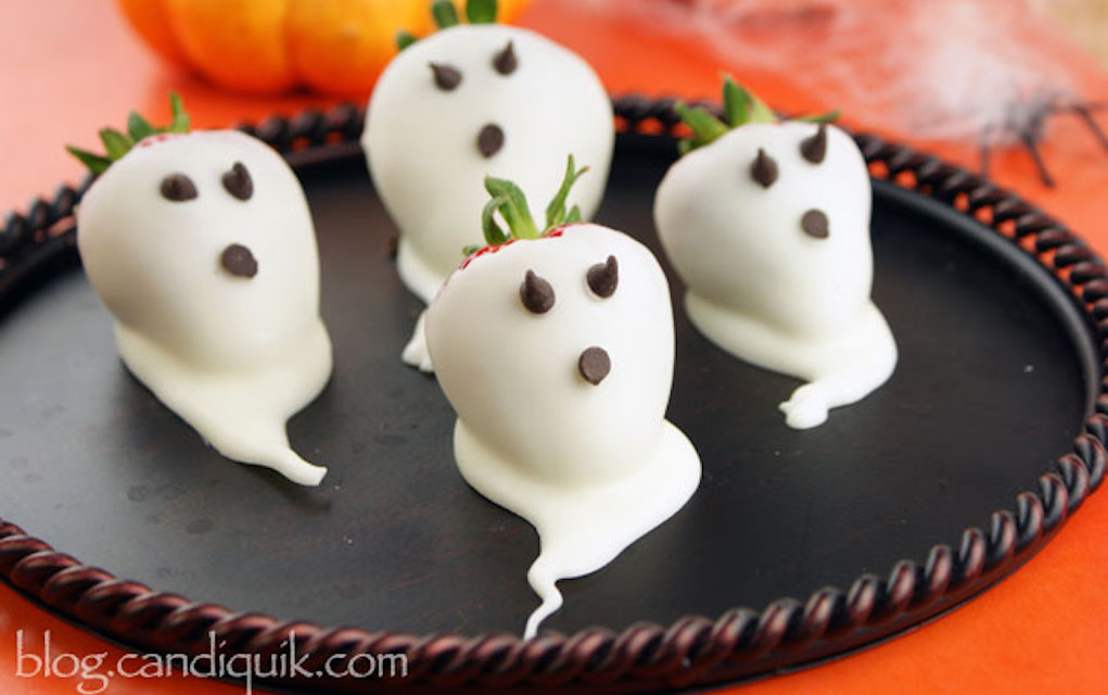 Strawberry ghosts for halloween party food ideas