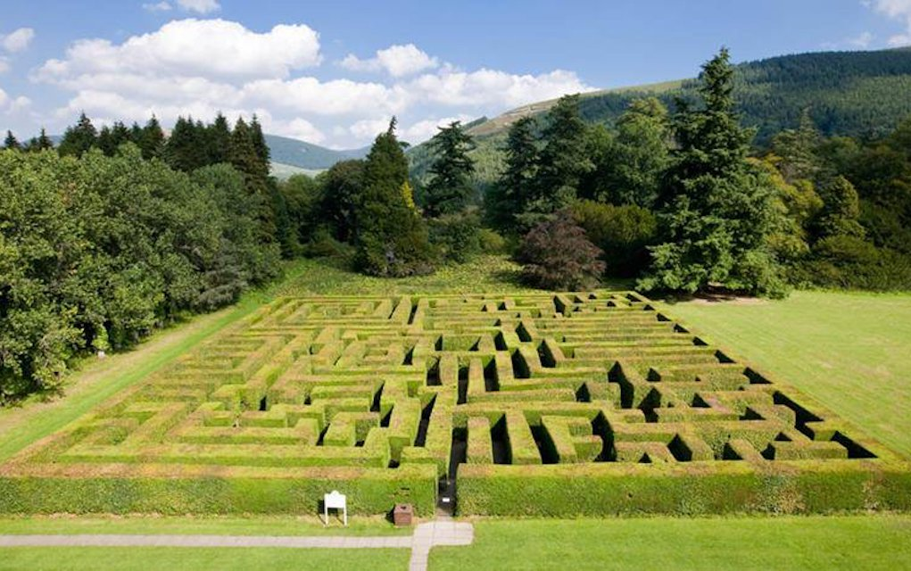Traquair house maze for mazes in the UK