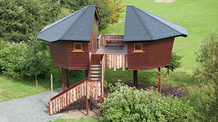 river valley glamping treehouses