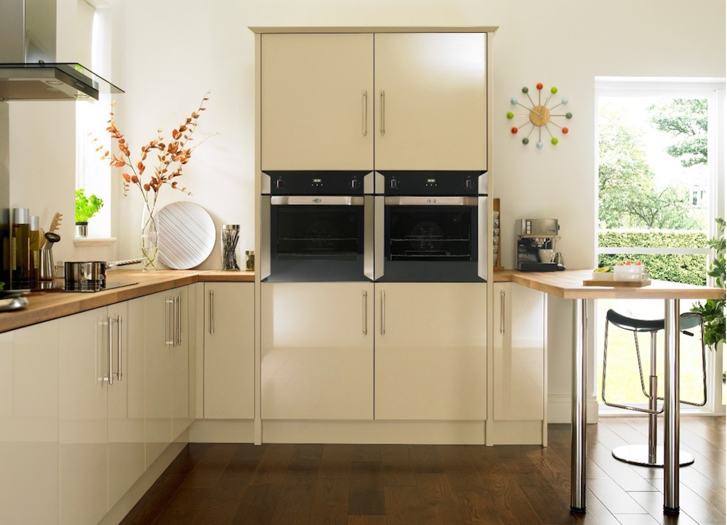 pace saving tips for famliy kitchens colour themes