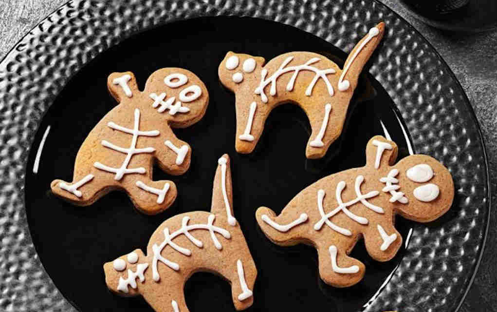 Halloween cookie recipes - gingerbread skeletons