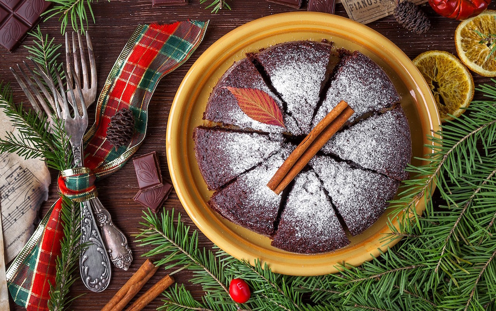 cake at Christmas tips to save time on Christmas dinner