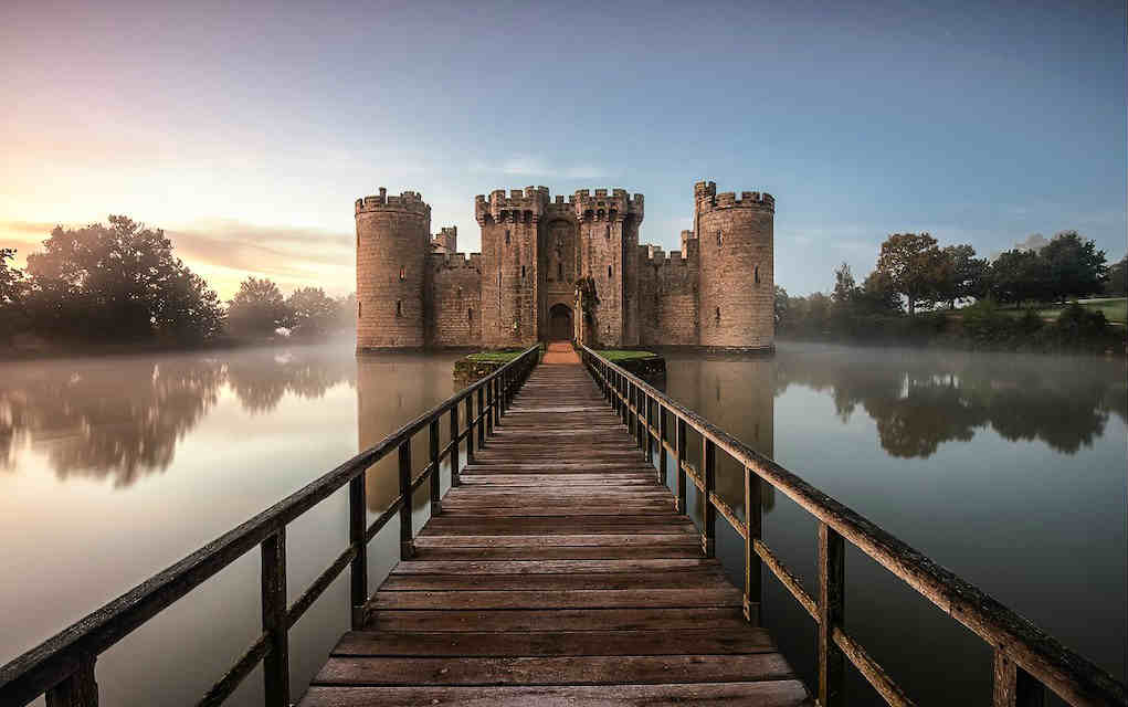 Bodiam Castle - Mykidstime castles in England, Scotland and Wales