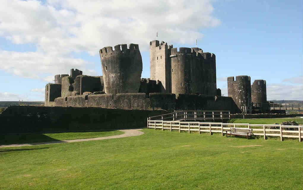 Caerphilly Castle - Mykidstime castles in England, Scotland and Wales