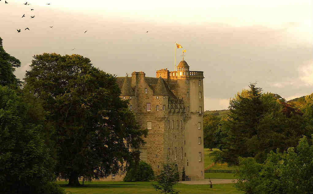 Castle Fraser - Mykidstime castles in England, Scotland and Wales