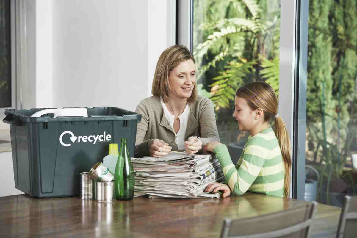 mum and daughter recycling