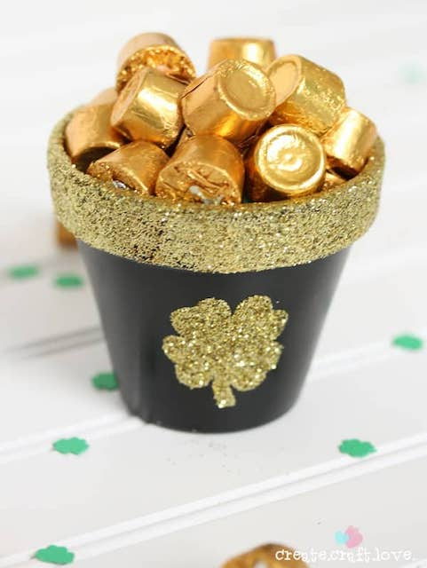 pot of gold for St patrick's day crafts