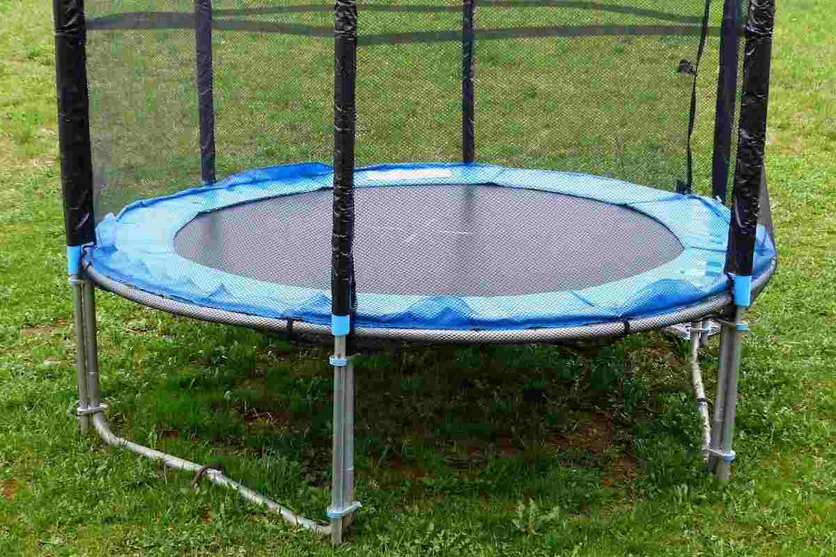 how to clean the trampoline