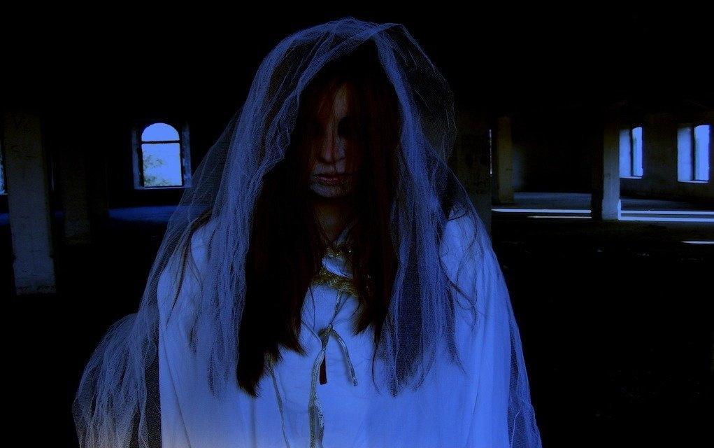 bride ghost charles fort cork historic places in Ireland horrible histories in Ireland