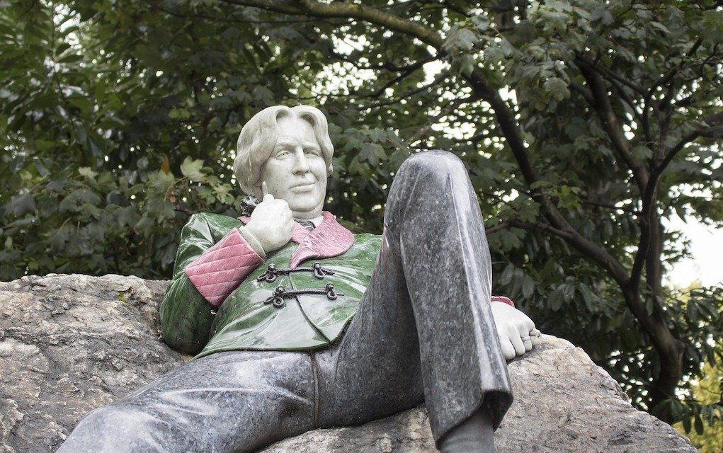 Oscar Wilde Stature in Merrion Square free day out in Dublin with the family