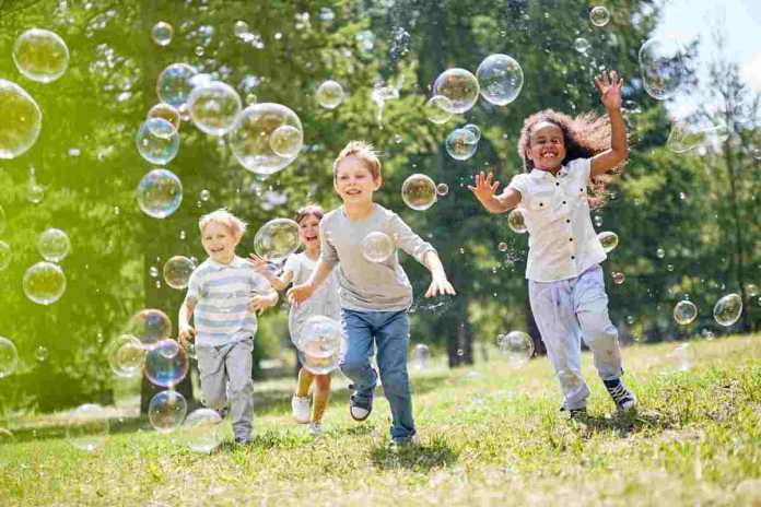 free things to do with kids in summer bubbles